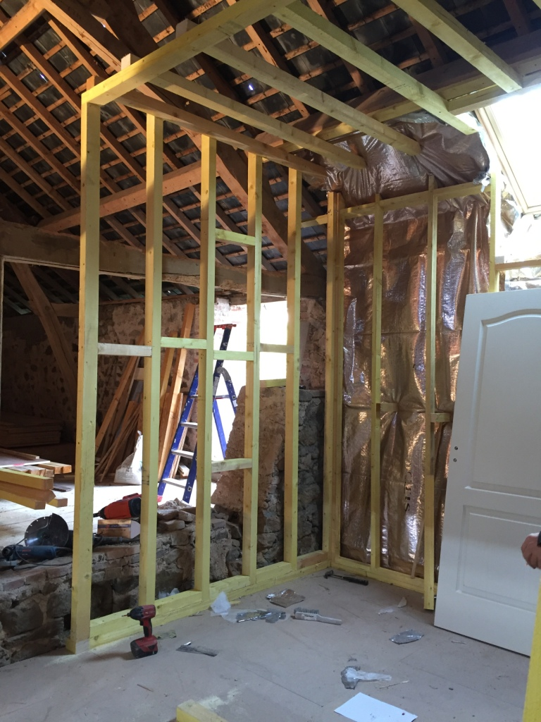 Opbouw van de nieuwe houtskeletbouw wanden.